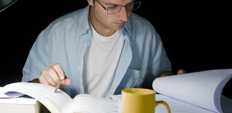 Conheça as vantagens de estudar à noite – e aprenda a superar os desafios!