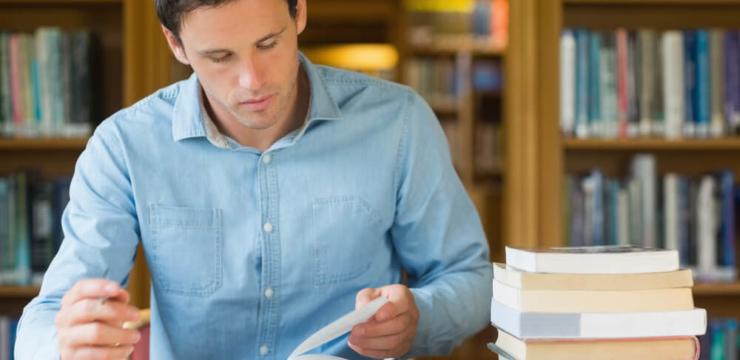 Trabalhar de dia e estudar à noite: o esforço vale a pena?